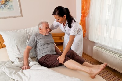 Hearing Loss May Make Elderly Feel More Isolated